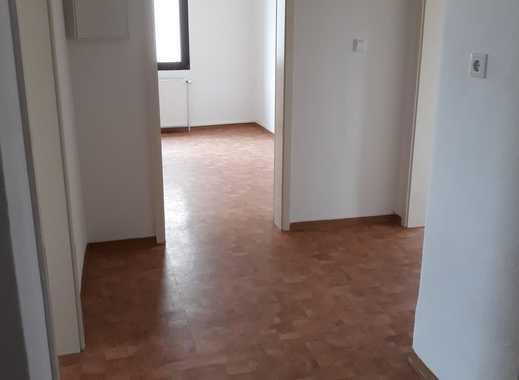 Modernisierte 4 Zimmer Wohnung in verkehrsgünstiger Lage