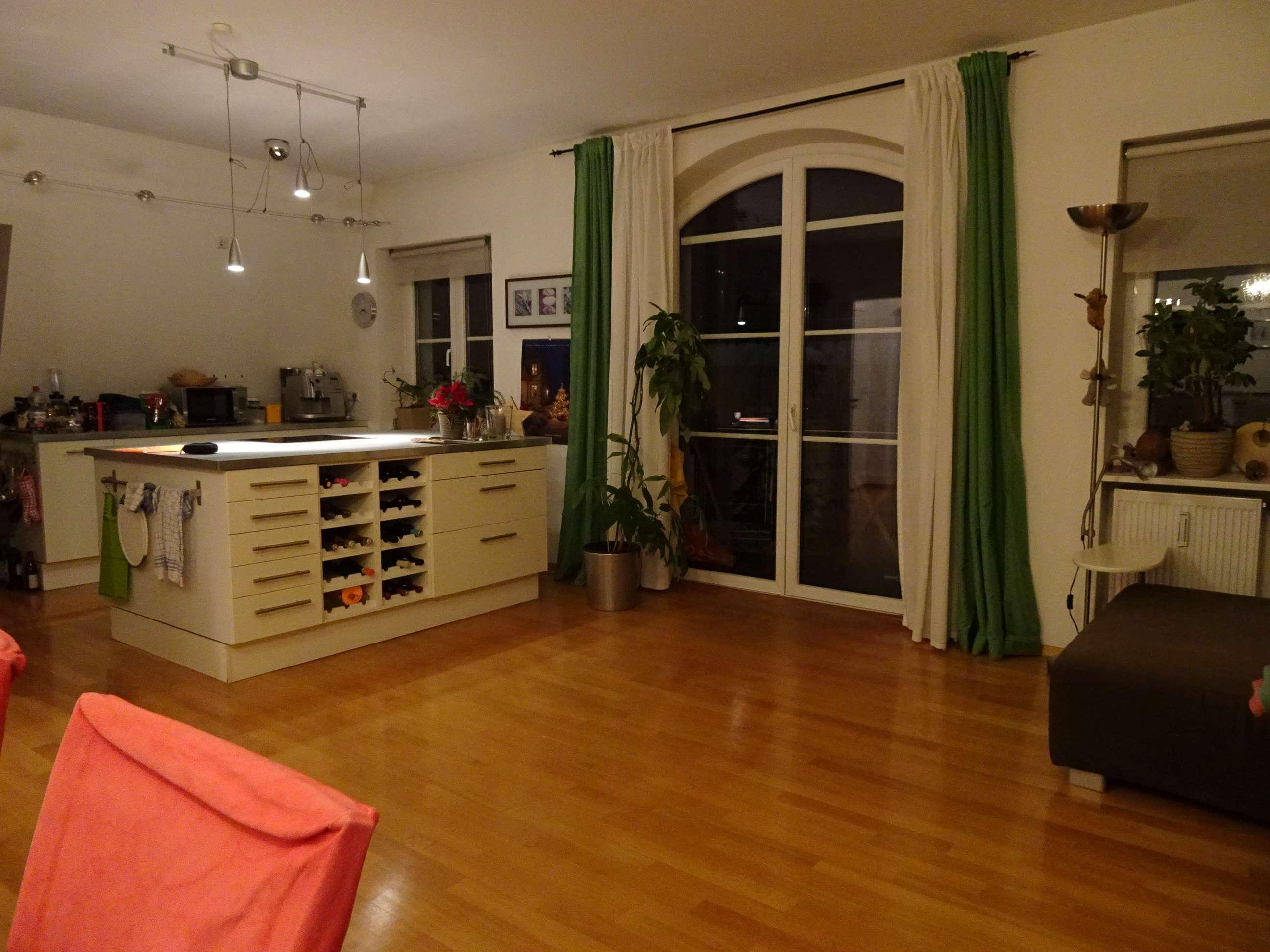 3,5-Zimmer Altbauwohnung, großzügige Wohnküche, Südbalkon in Augsburg, Nähe Innenstadt und Bahnhof in Augsburg-Innenstadt
