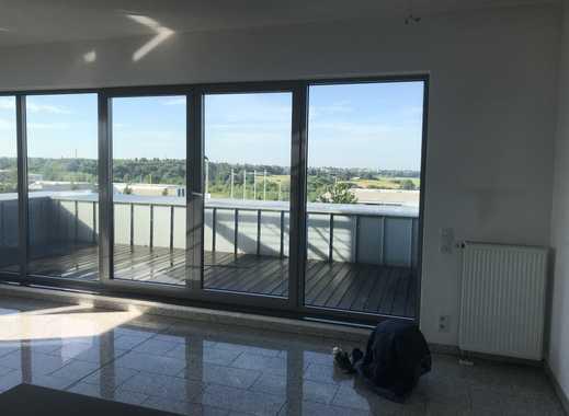 Neuwertige 4-Zimmer-Dachgeschosswohnung mit Balkon und Einbauküche in Solingen