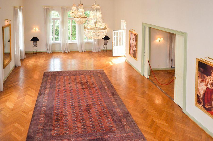 historisches stadtpalais in exponierter lage von hameln. Black Bedroom Furniture Sets. Home Design Ideas