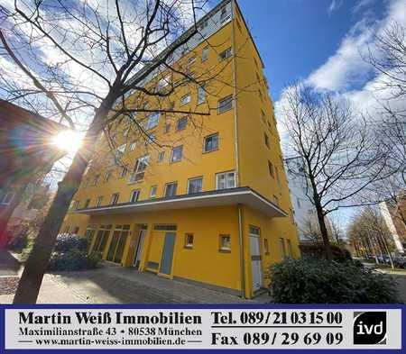 Unverbaubarer Alpenblick: Sonnige 2-Zimmer-Wohnung mit großer Süd/West-Dachterrasse in Bogenhausen (München)