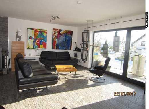 Top-Einfamilienhaus mit 4 Zimmer auf 200 m², Kaminofen, Loggien, Terrassen, Garten und 2 Garagen