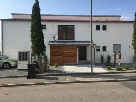 Neuwertige 3-Zimmer-Terrassenwohnung mit Balkon und EBK in Moosburg an der Isar in Moosburg an der Isar
