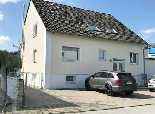 Bürogebäude mit Wohnung im Dachgeschoß