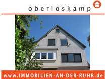 Einseitig angebautes Einfamilienhaus mit Doppelgarage