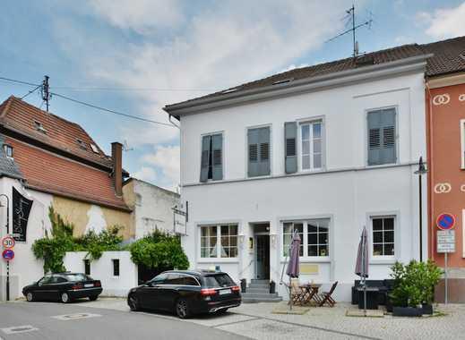 HENRY'S: Renommierter Gastronomie mit möglichem Hotel im historischen Ambiente von Oberingelheim.