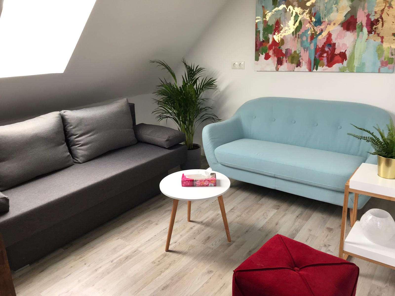 Exklusive, sanierte 2-Zimmer-DG-Wohnung mit gehobener Innenausstattung in Fürth