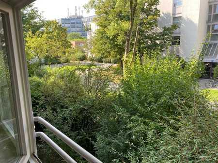 Neu renovierte 3-Zimmer-Wohnung im Arabellapark-Bogenhausen in Bogenhausen (München)