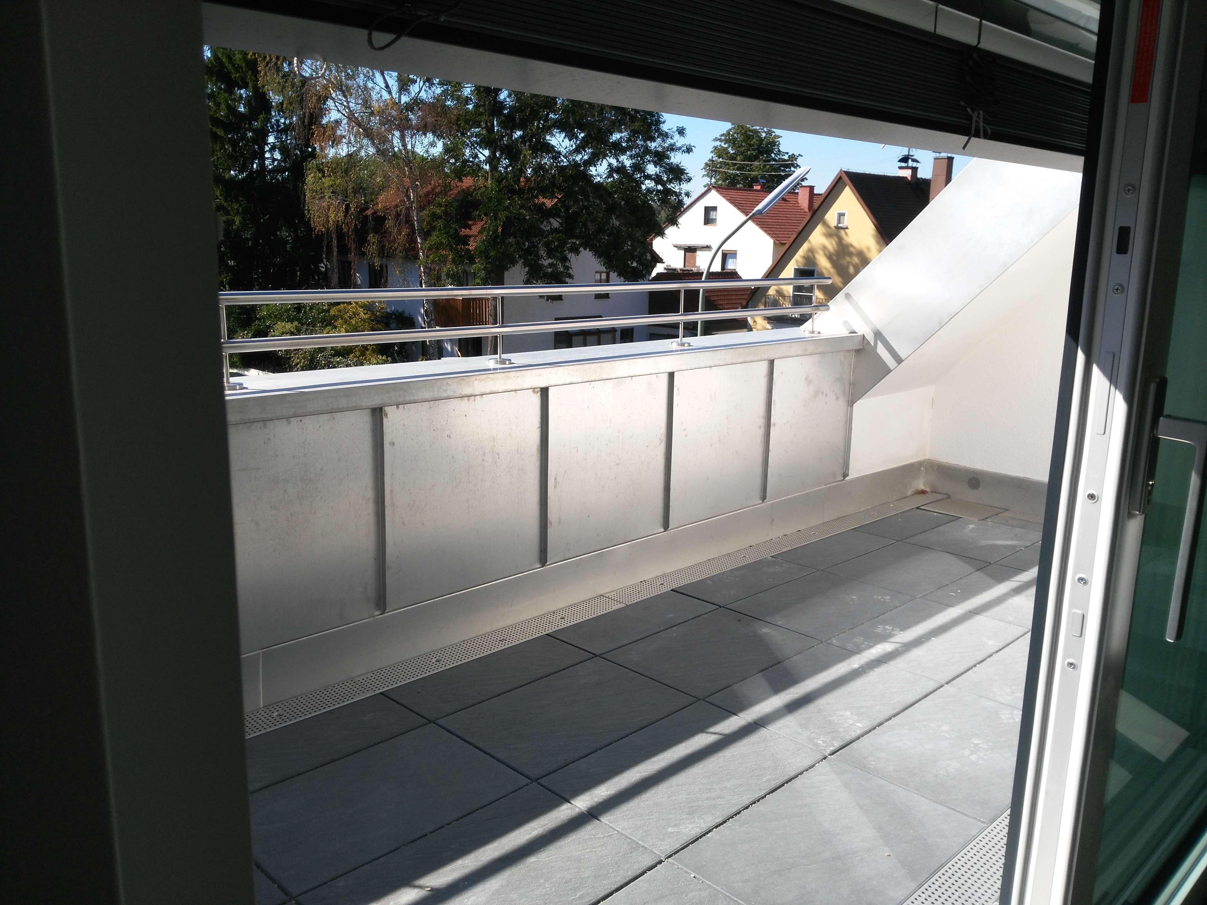 Karlsfeld Erstbeuzg: exklusive 2-Zimmer-Dachterassen-Maisonette mit EBK in Karlsfeld (Dachau)