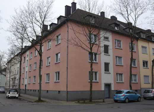 Schöne Dachgeschosswohnung in zentraler Lage mit Einbauküche