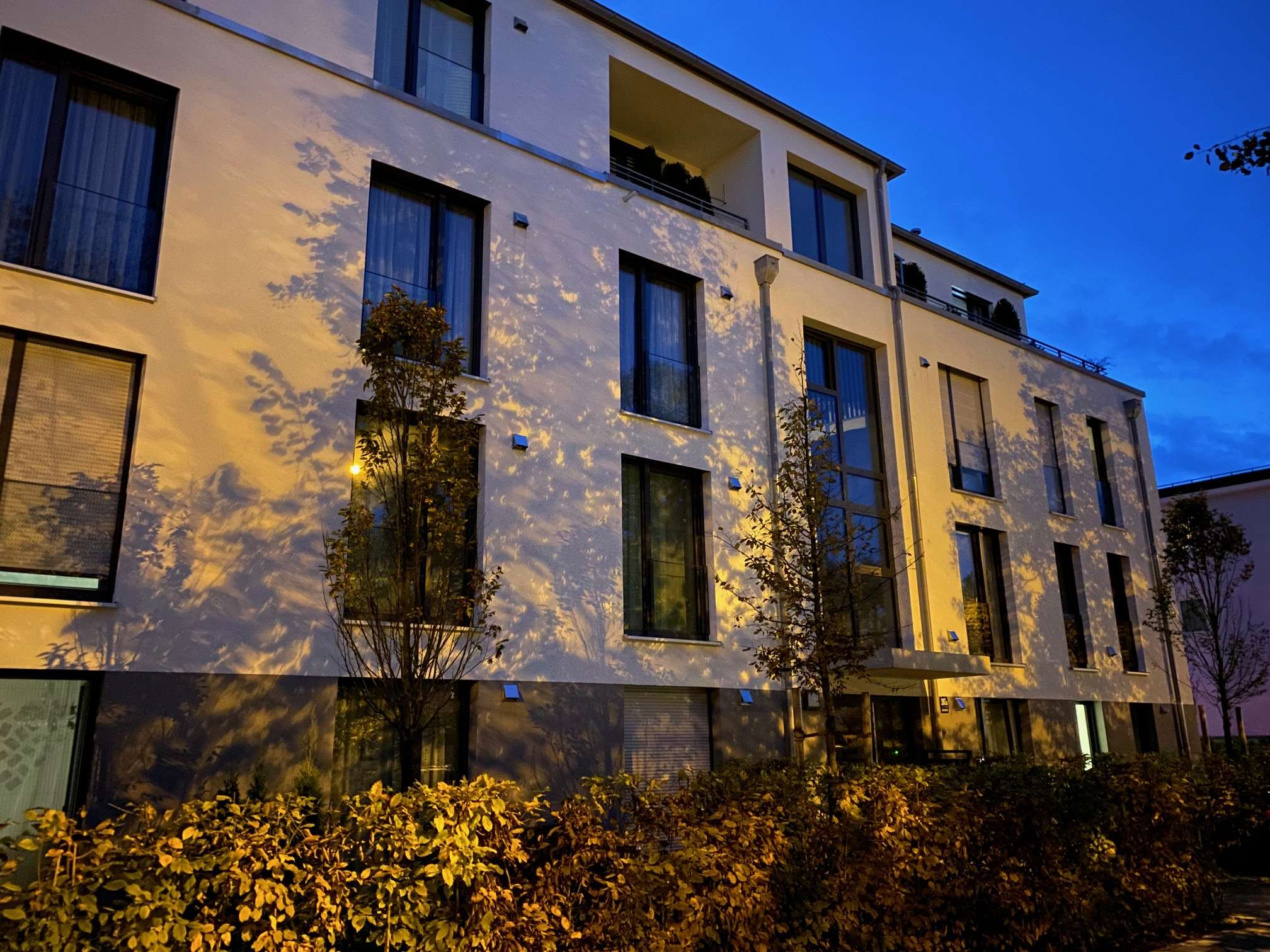 München Solln sehr schöne, helle, absolut ruhige 2 Zi.Whg. NEU EBK, Balkon TG FREI!!!! in Solln (München)