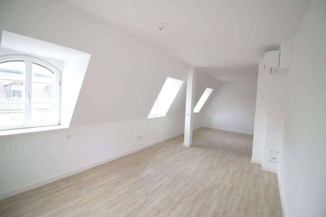 Charmante 2 Zimmer Dachgeschoss Wohnung | Zentrum |  Erstbezug nach Sanierung! | Stellplatz