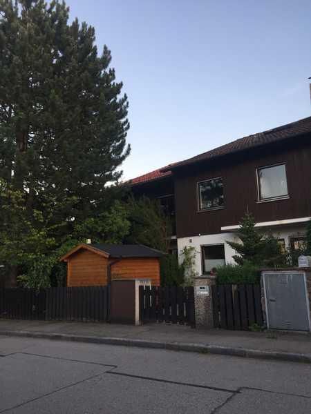Gepflegtes 1 WG Zimmer mit Balkon und EBK Mitbenutzung in Sauerlach in Sauerlach