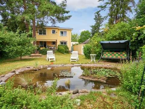 Ein- Zweifamilienhaus mit idyllischem Garten