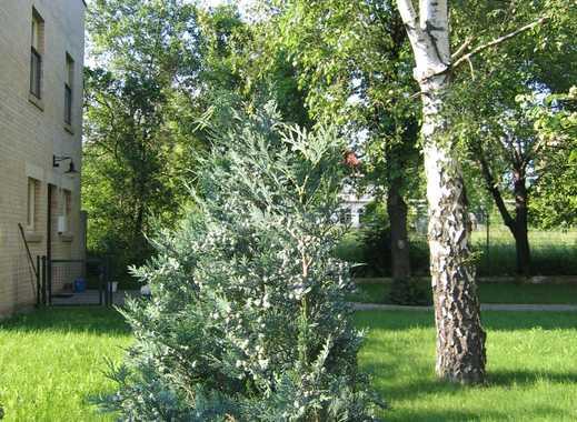 **** Haus im grünen Umfeld