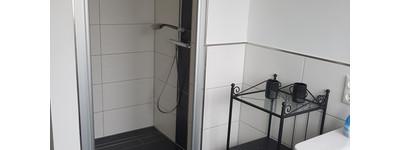 Möbliert! Stilvolle, neuwertige 3-Zimmer-Wohnung mit Balkon und EBK in Porta Westfalica