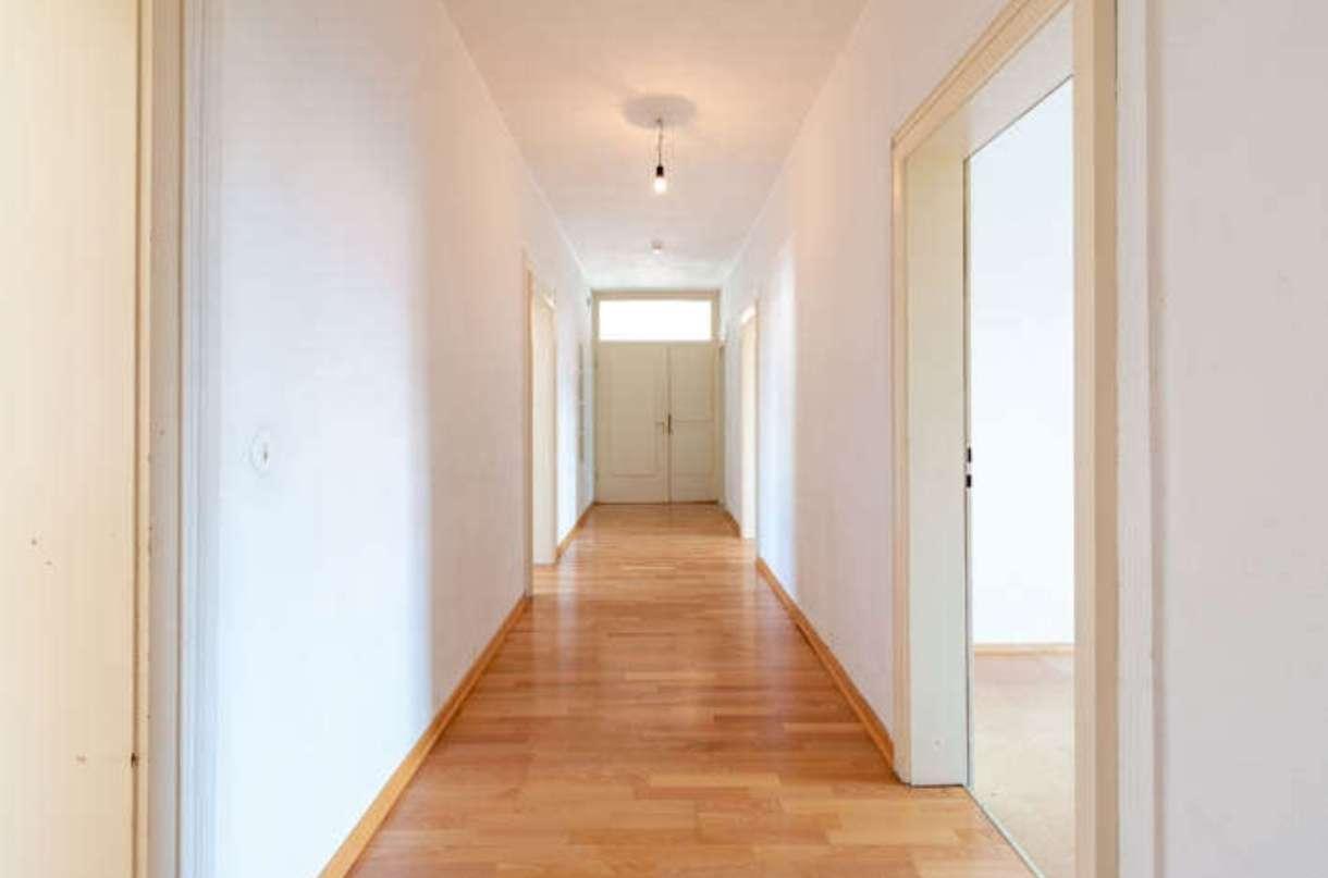 Großzügige helle 5-Zimmer-Altbau-Wohnung mit Einbauküche in der Innenstadt von Kempten in Kempten (Allgäu)-Innenstadt