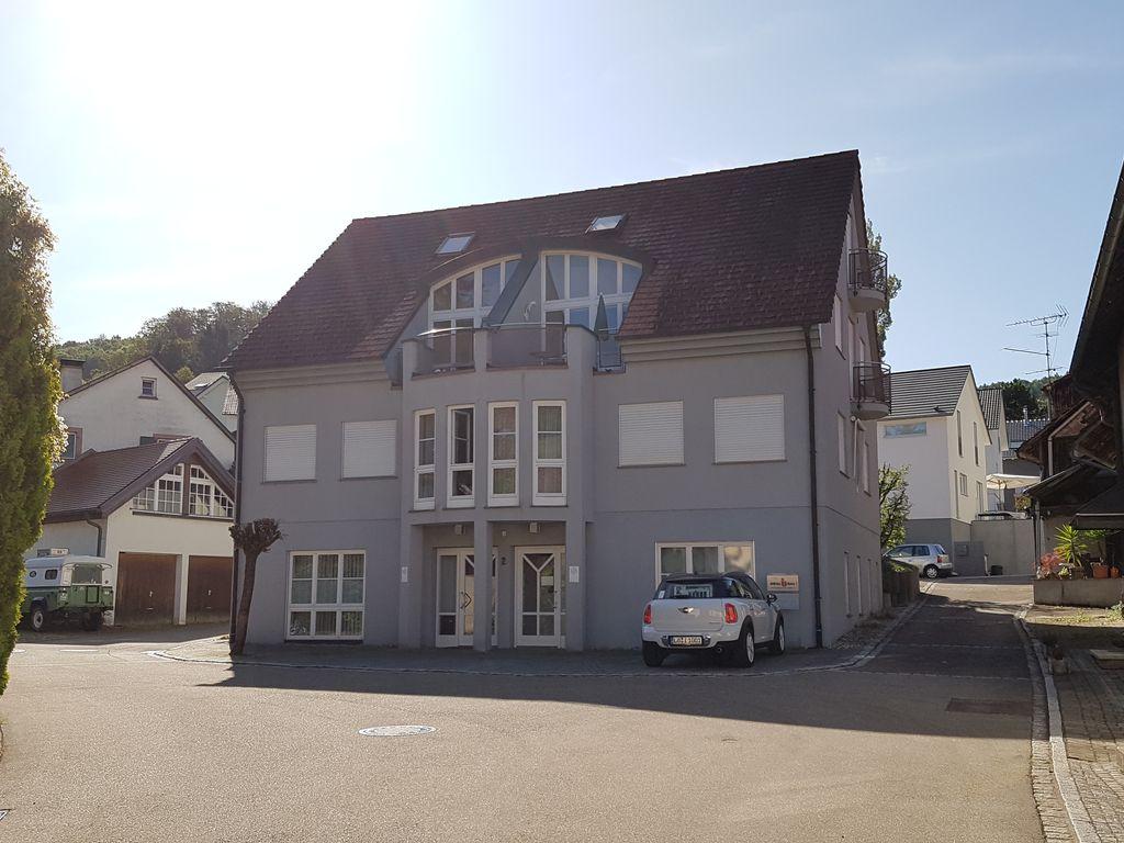 Gewerbe- und Wohnhaus