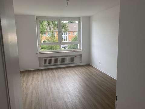 Frisch Renovierte 2 Zimmer Wohnung Mit Balkon