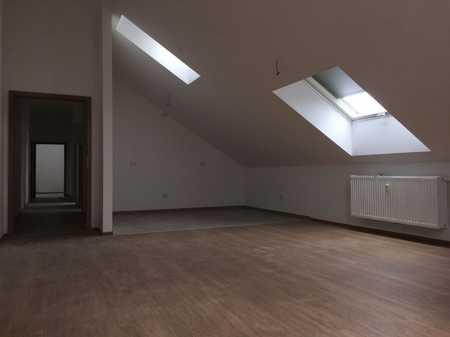 Moderne 3-Zimmer Dachgeschoßwohnung im Zentrum von Ampfing (ohne Balkon u. ohne Küche) in Ampfing