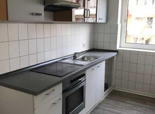 Glückstreffer! Frisch renovierte 4-ZW mit Einbauküche + Balkon!
