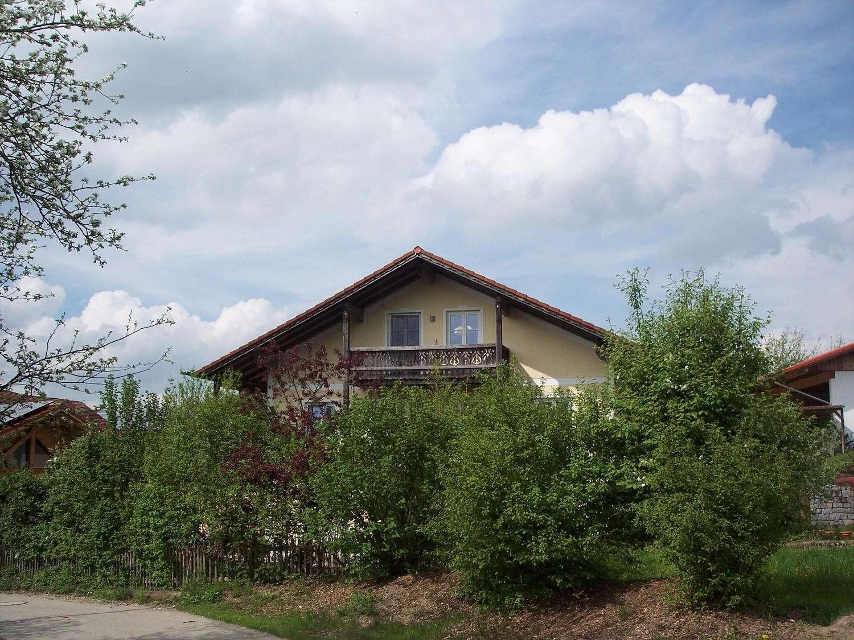 Herrliche, helle, ruhige DG-Wohnung mit Balkon in idyllischer Lage 5 Fahrminuten nördl. von Mühldorf in Pleiskirchen