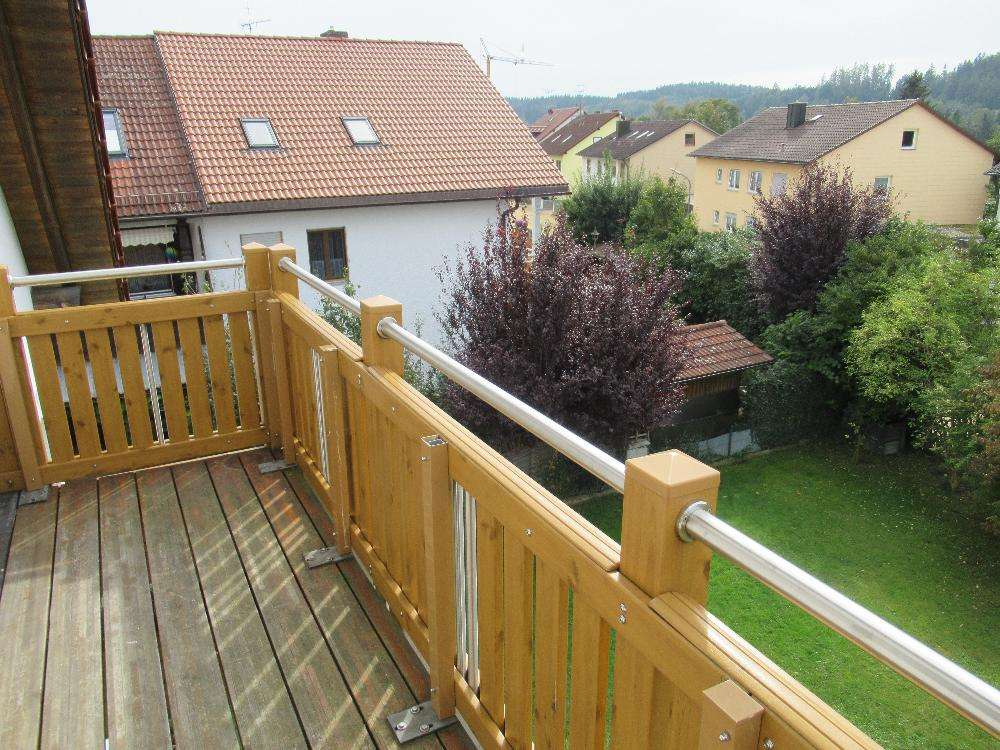 Ch. Schülke Immob. - Schöne 3-Zimmer-DG-Whg. mit Balkon und Einbauküche in