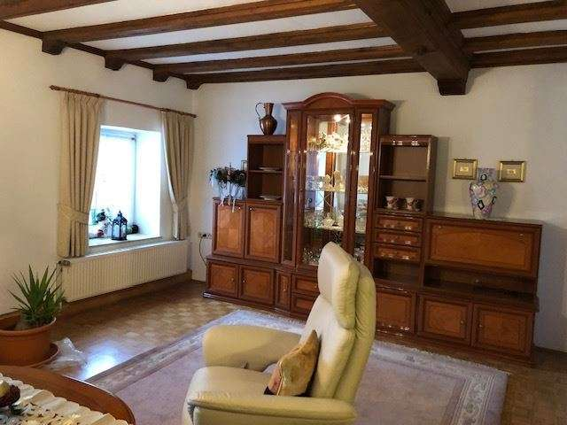 Komplett möbliert: Große 3 Zimmer Maisonette Wohnung mit Freisitz! in