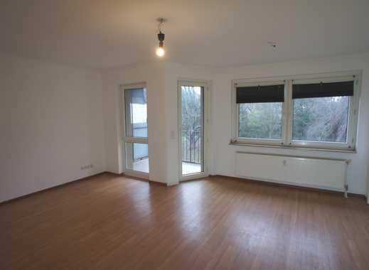 Blick ins Grüne / Helle 3-Zi Wohnung mit Balkon und 2 Bädern