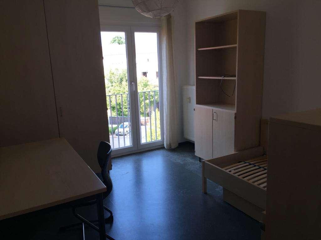 Geschmackvolle Wohnung mit zwei Räumen und Einbauküche in Deggendorf in
