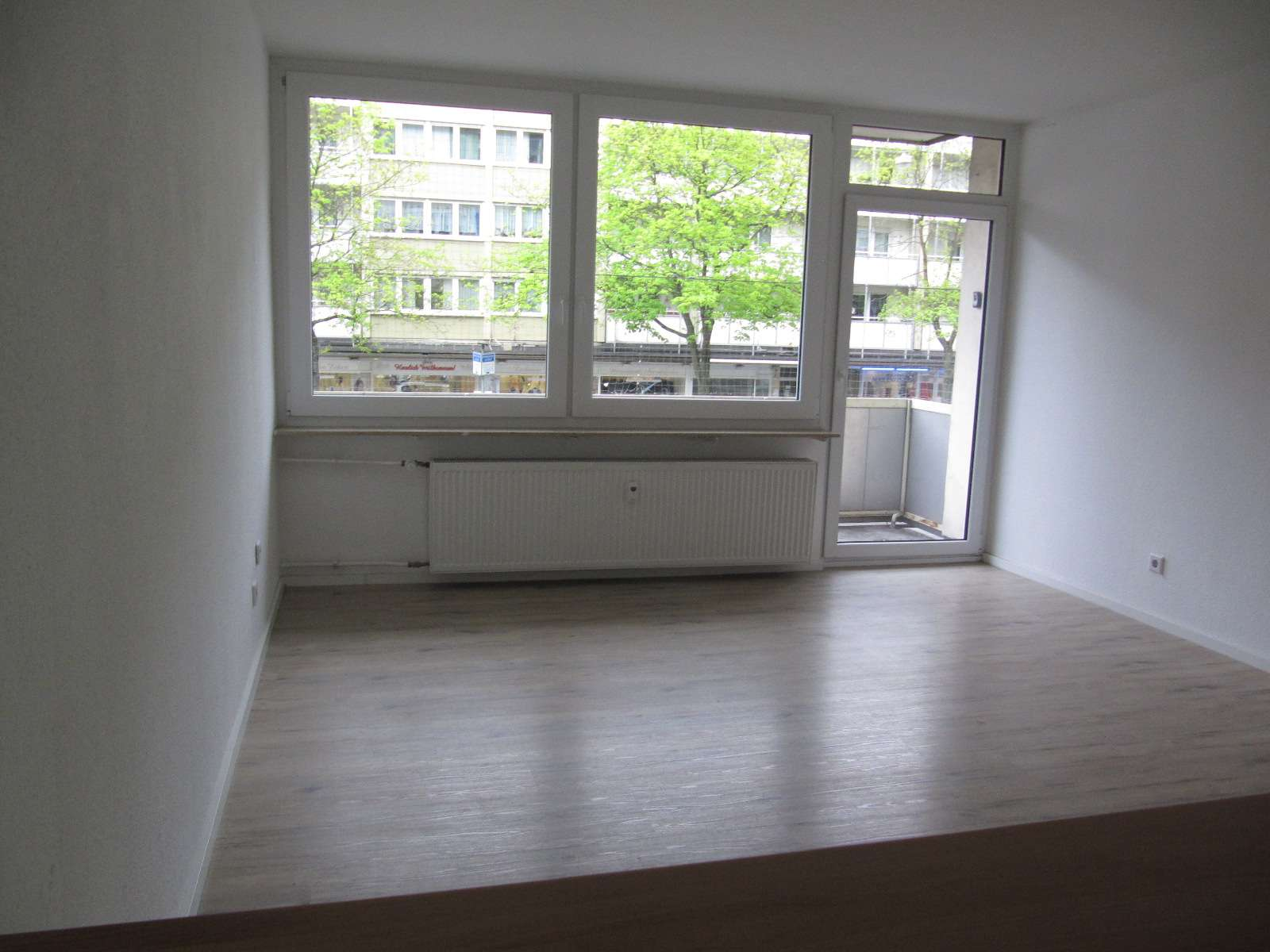 Bayreuther Straße ! 1-ZW, ca. 28 qm, Balkon,  1.OG mit Aufzug