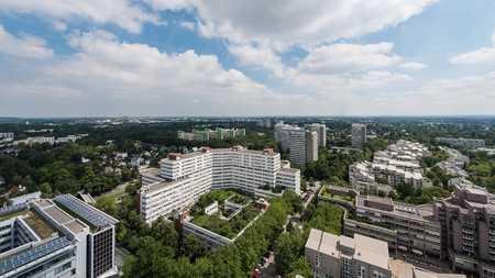 Geräumige und sanierte 3- Zimmer Wohnung im Arabellapark in Bogenhausen (München)