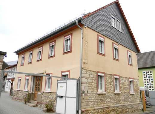 BAYER Immobilien GmbH: Klasse modernisiertes 1-2-Familienhaus mit 8-9 Zimmern und Scheune
