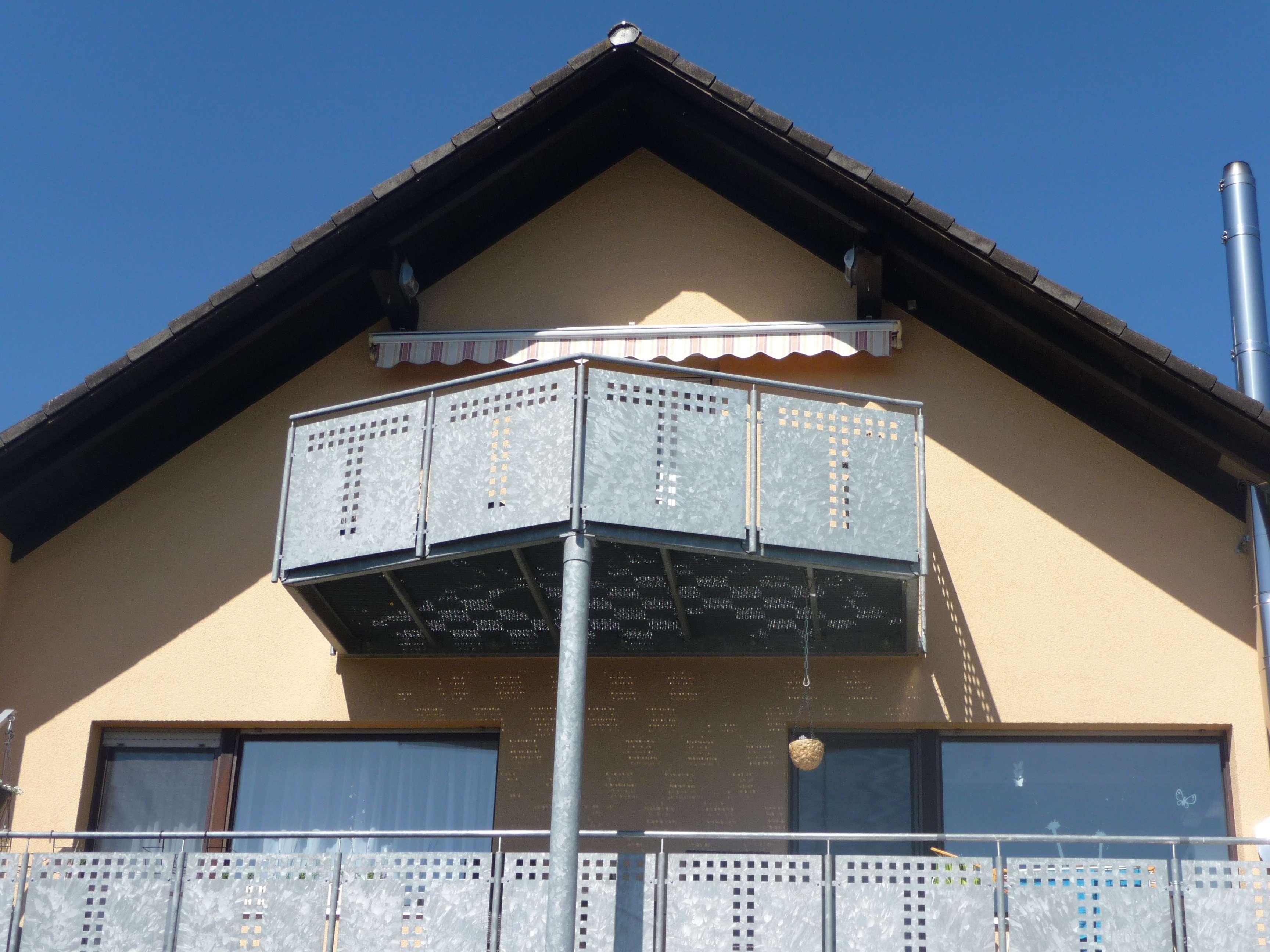 Modernisierte 2-Zimmer-DG-Wohnung mit Balkon und Einbauküche in Baiersdorf in Baiersdorf