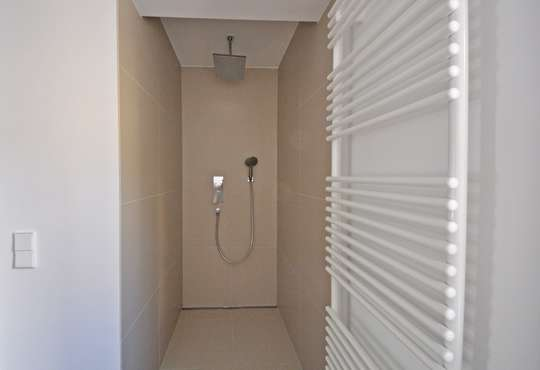 große begehbare Dusche