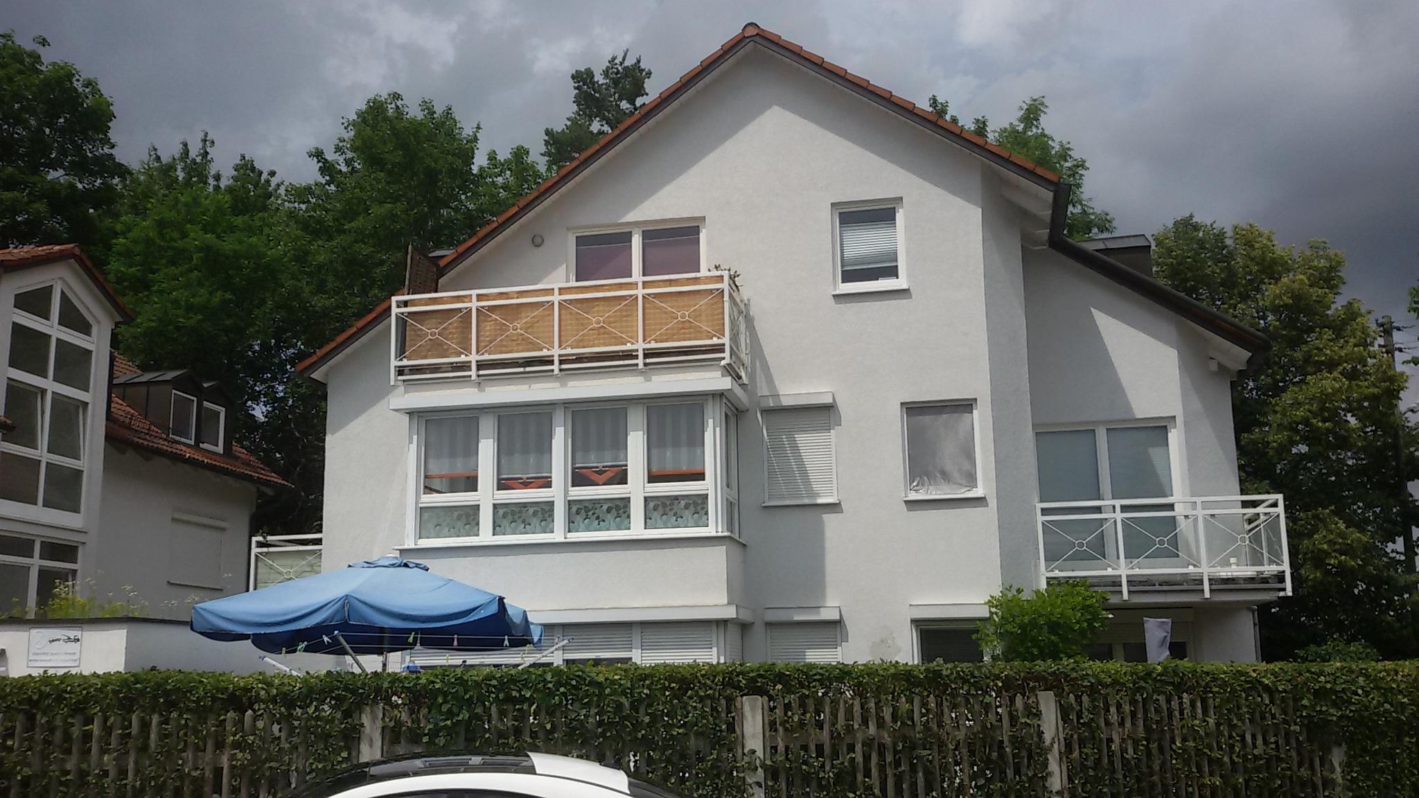 Sonnige, schöne 2,5 Zimmer-Wohnung mit Glaserker und Balkon in München-Pasing