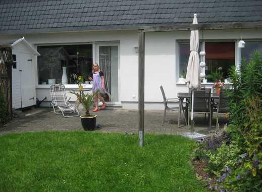 Großzügige EG- Wohnung mit Garten und Garage
