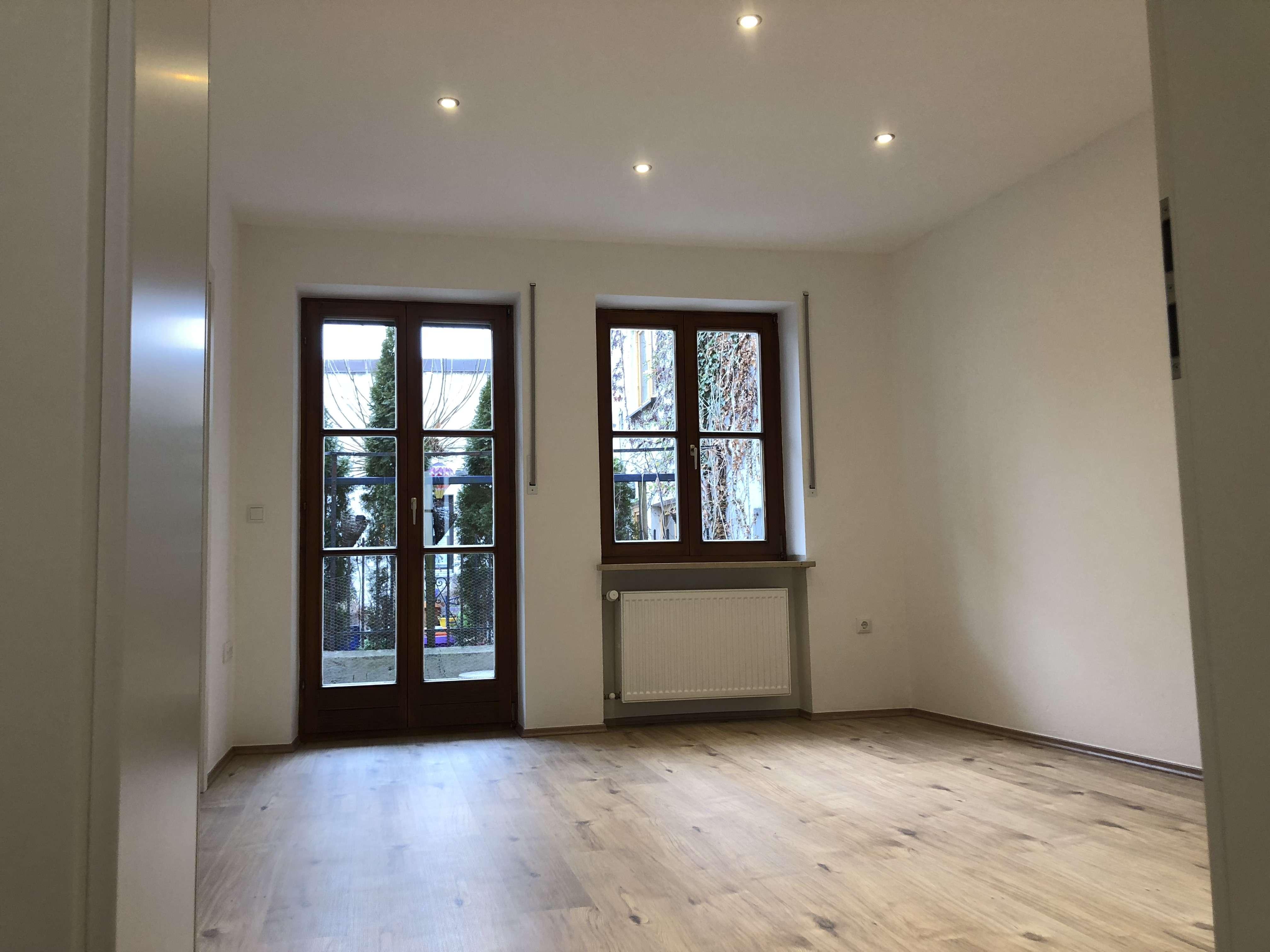 Neu renovierte 1,5-Zimmer-Wohnung TOP-Lage mit Terasse in Landshut (Freyung) in Altstadt (Landshut)