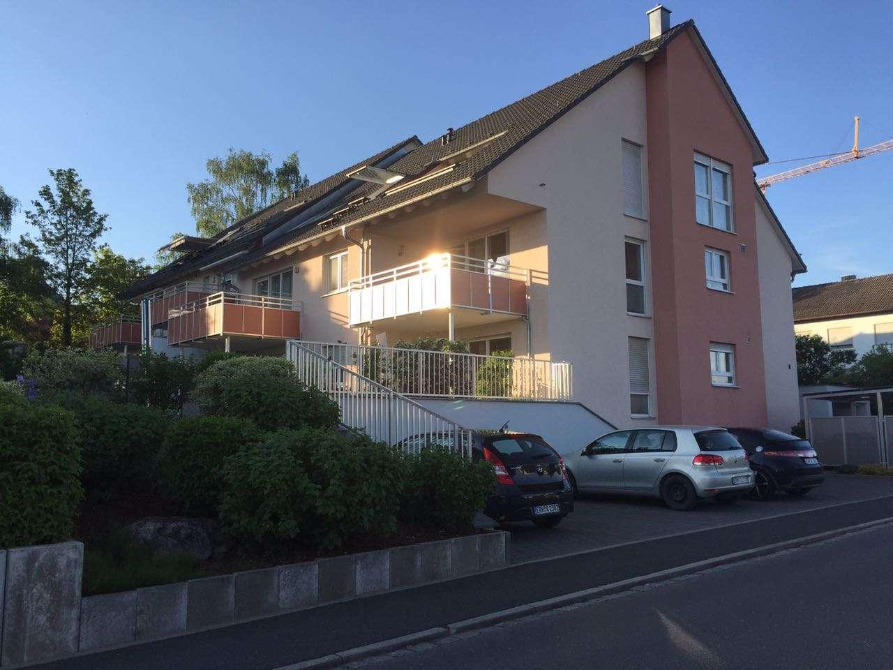Möblierte, neuwertige 2-Zimmer-Dachgeschosswohnung mit Balkon und EBK in Herzogenaurach in Herzogenaurach