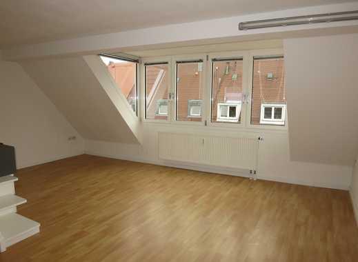 3-Zimmerwohnung im Zentrum Nürnbergs mit Dachterrasse und Einbauküche.