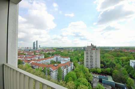 Weitblick - Stadtwohnung im 10. Stock mit Loggia! in Schwabing (München)