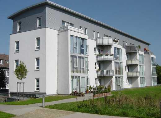großes Wohnzimmer mit modernem Grundriss