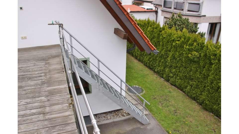 Aussentreppe zur Dachterrasse