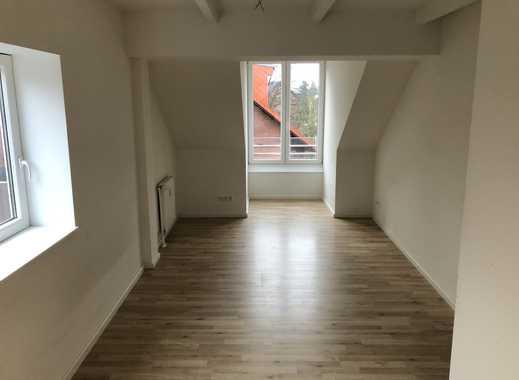 2-Zimmer DG-Wohnung (2013) in ruhiger Lage
