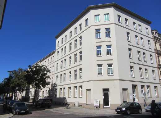 ruhige, helle Dachgeschosswohnung mit EBK und Balkon