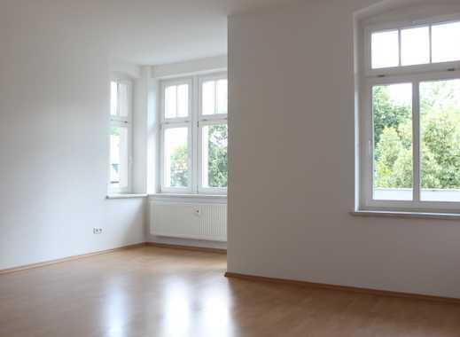 2 Raum Wohnung mit 45 m², Fahrstuhl,offene Küche,BLK,Abstellraum, Laminat,Bad mit Wanne