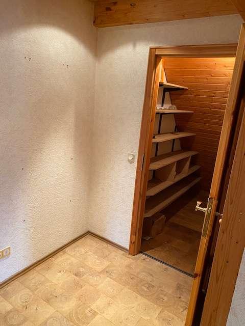 Erstbezug nach Renovierung: preiswerte 4-Zimmer-DG-Wohnung in Würzburg in