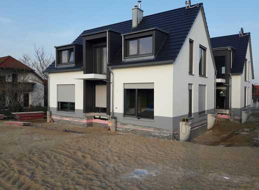 Neubau Erstbezug: Zwei freundliche 3-Zimmer-DG-Wohnung mit Balkon in Traumlage