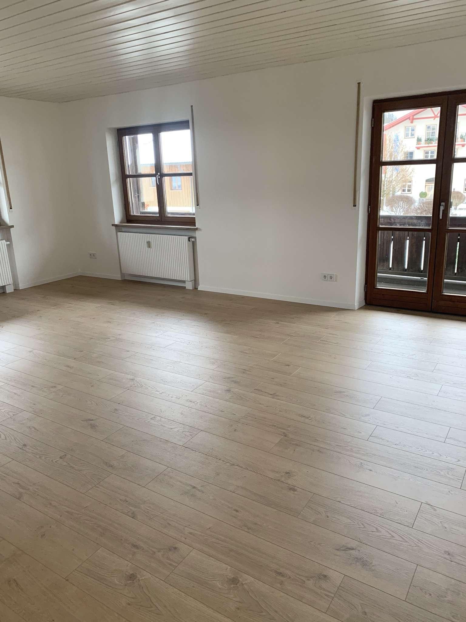 2-Zimmer-Wohnung / Frisch Saniert im wunderschönen Ortskern von Amerang in