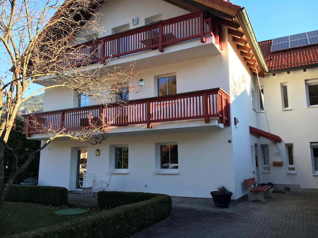Vollständig renovierte 2,5-Zi EG-Wohnung mit Wintergarten in
